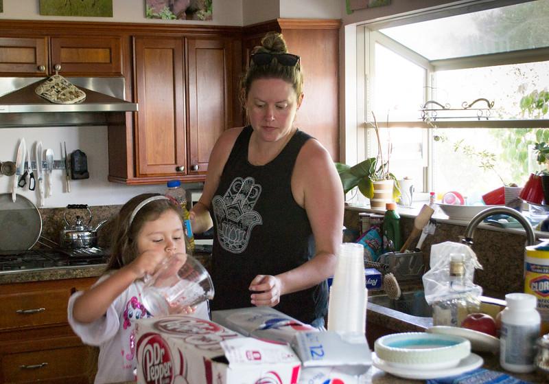 Tia show me how to make Pop's chocolate cake please!