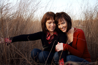 mother daughter sunset portraits in the Missouri Ozarks in winter