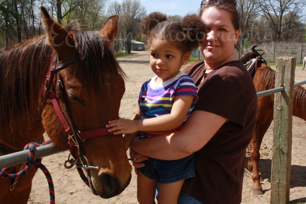 4-2010, GD4 petting horse at Bunker.