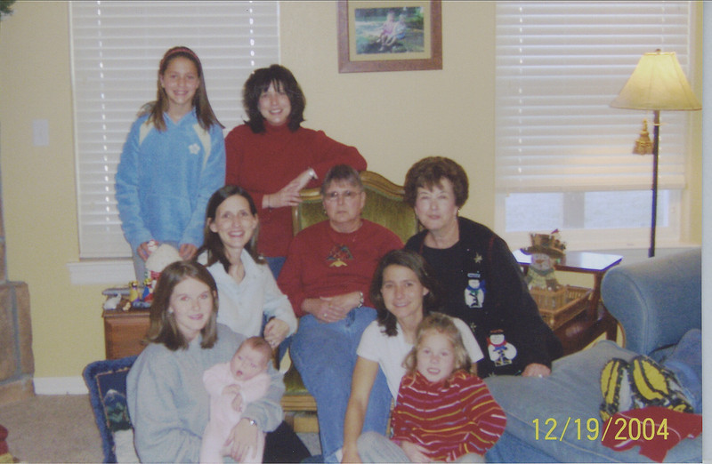 All the girls...Kenlee, Michelle, Megan, Aunt Sue, Nana, Mommy, Camden, Stephanie and Emma Grace