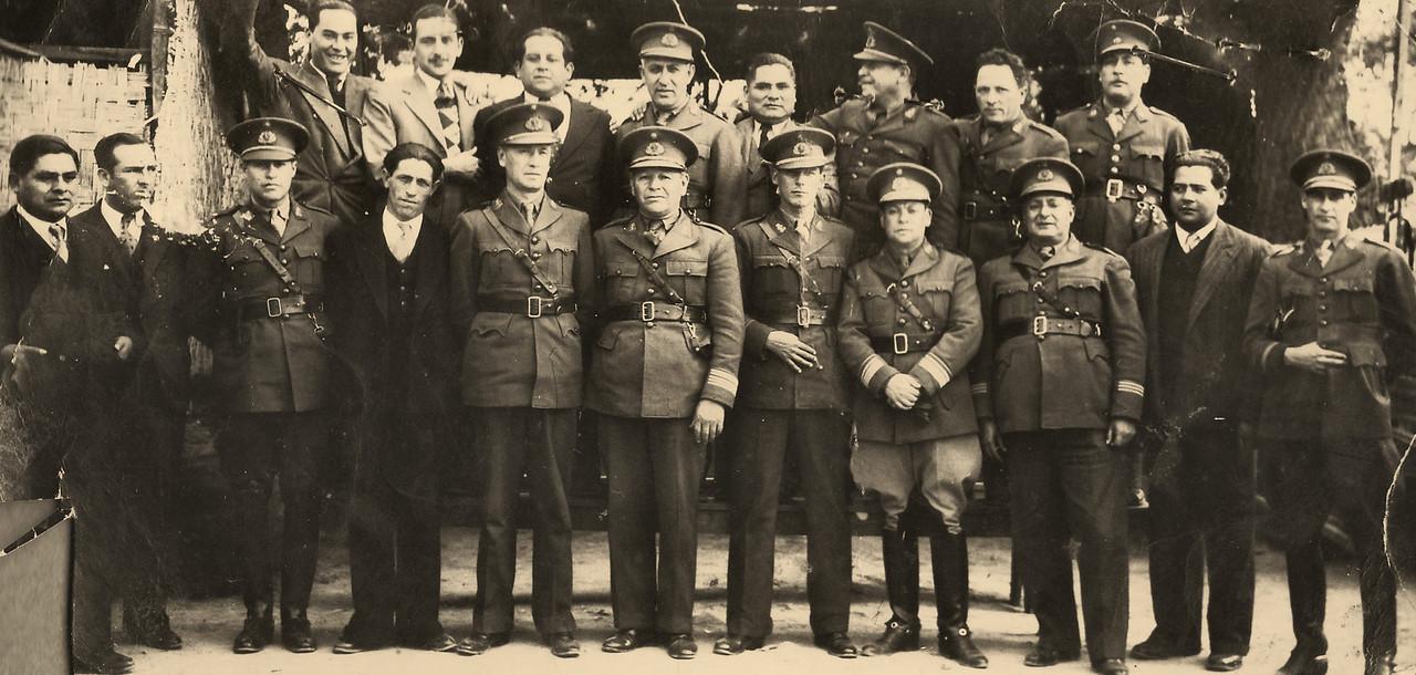 Mi abuelo con el presidente Odria, encargado de su seguridad.