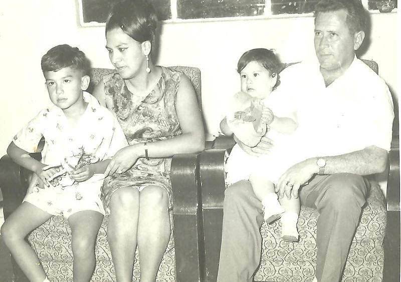 Mama, papa, Cesar y Cecilia