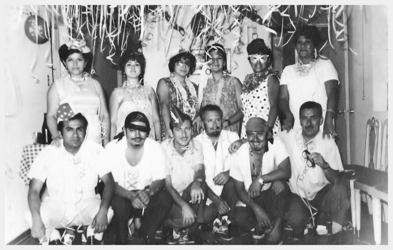Se~or Azabache y se~ora, tio Chino y tia Lidy, Enrique y Blanca Viola, papas, Roger y Cotty Becerra, y dos vecinos de La Noria.