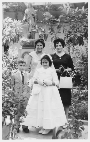 A mi tia Tiny con mucho cari~o, Annie.  Ica, 12 de Diciembre de 1960.