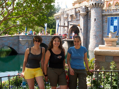 Sara, Alethea and Teresa outside the castle.