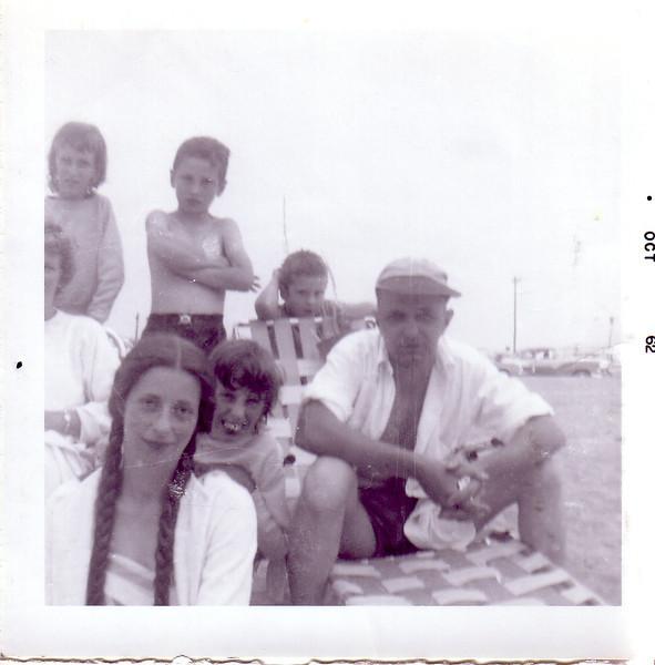 Jean, Beth, Liz Hull, Ian Hull, Lynn, ? Hull, and Doug