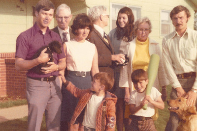 1974-05 - Dwaine, Grandpa Dick, Jo, Jeffrey, Grandpa John, Debbie Beatty, Grandma Opal, Randy, John Beatty