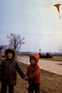 1973-04 - Randy and Jeff flying kite