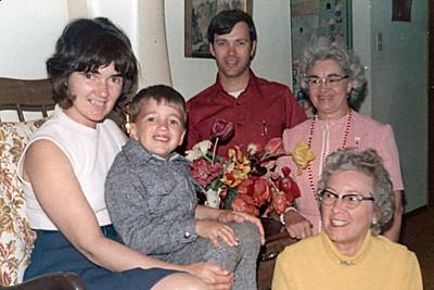 1974-05 - Jo Jeffrey Dwaine, Grandma Voas, Grandma Beatty