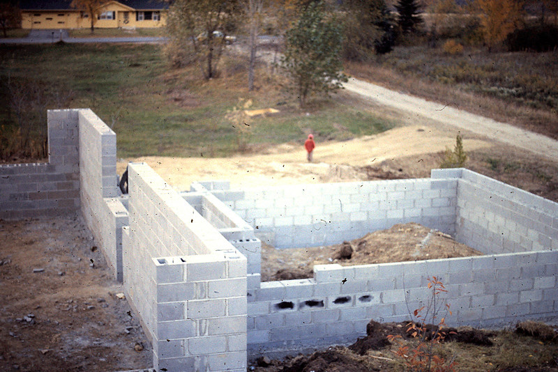 1974-10 - Foundation completed