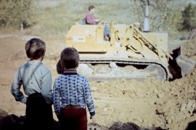 1974-09 - Randy and Jeff watching dozer