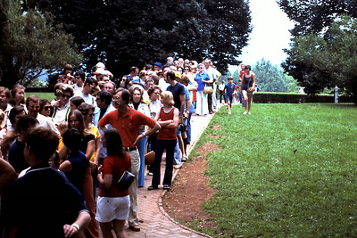 Crowd waiting to tour Monticello