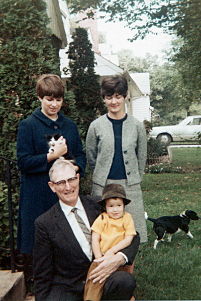 1968-10 - Milly & Jo; Gpa Dick & Randy - George escaping the photo