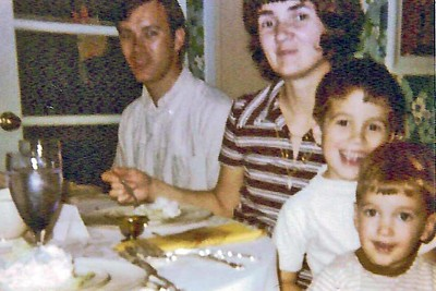 1971 - Dwaine Jo Randy Jeff - dinner time
