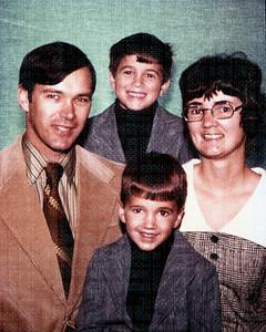 1978-11 - Dwaine, Randy (back), Jeff, Jo