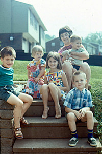 1971-06 - at Richmond IN - Randy; Karen, Kristi & Bob Voas; Jo holding Jeff