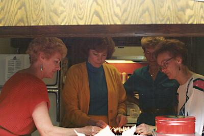 Kitchen help: Anita, Jude Pieterson, Alice Rohleder, Vadis