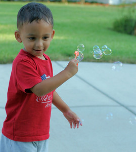 Blowing bubbles (84754838)