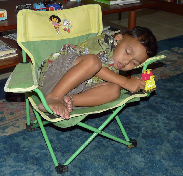 He can sleep anywhere (89615369)
