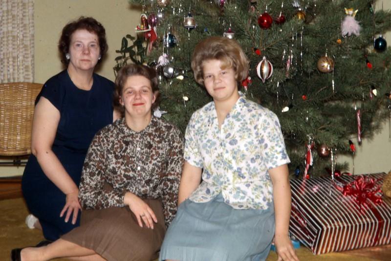 Mom, Jan, Chris.  Wonder what had mom's attention?