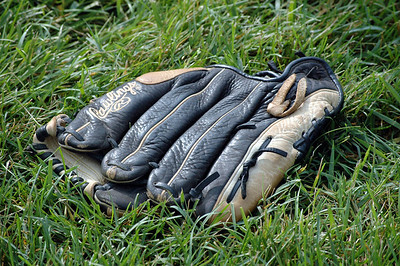 Softball mitt_2685