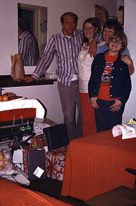 Jay, Kathy, Patricia, John in motel room on Texas trip.