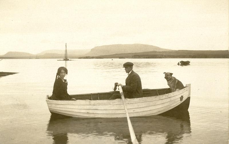 Elín Svanhvít Egilson og Sveinbjörn Egilson á Viðeyjarsundi 1909