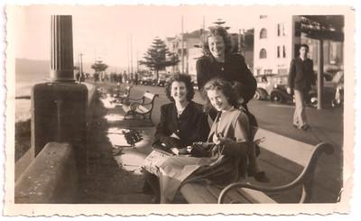 1947 Eileen and Patricia Maylen in Oriental Bay NET