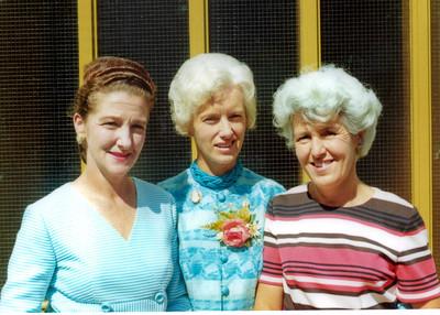 1973 Eileen, Pat and Julie at Mary & Erics wedding A NET