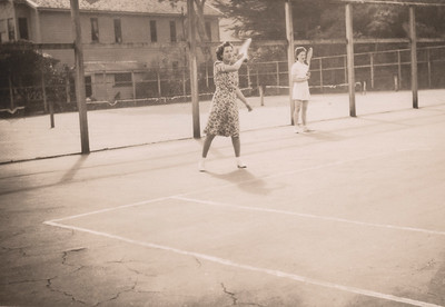 1947 Eileen and Julie on tennis opening day NET