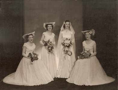 1951 Patricia Mathews with bridesmaids on her wedding day NET