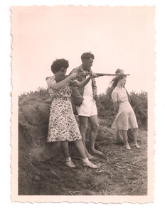1947 Eileen Satherley - Labour weekend at Paraparaumu camp NET