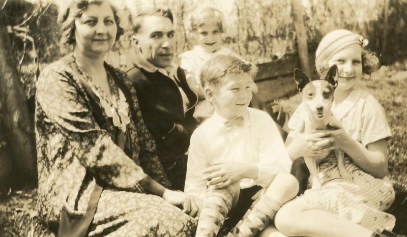 1930s-eleanorwholefamily2