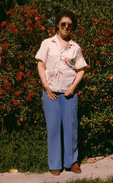 Eleanor posing 1985082_1
