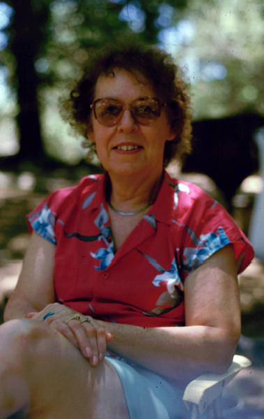 Eleanor Sitting 1985063