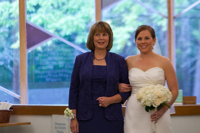 Elizabeth and her Mom looked fabulous.