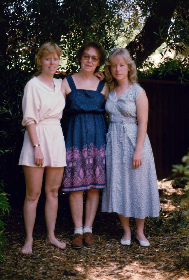 1985 - Lisa, Eleanor and Sharon
