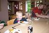 Drengene spiser