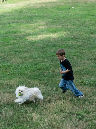 Biggie runs from Sammy.