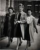 Edna Henderson far rt to her mum c1944