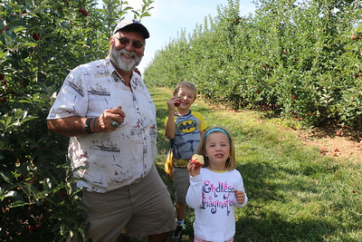 Apple Picking at Baughers in northern MD, with Derek ,Niki and the critters, Sept., 4 2016
