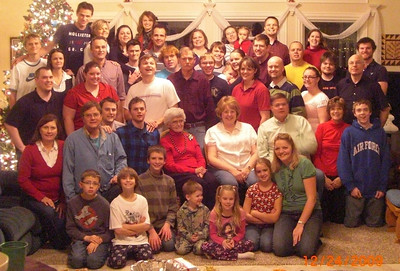 Extended Thomas Family Photo, Christmas Eve 2009