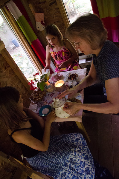Teaparty in the treehouse!