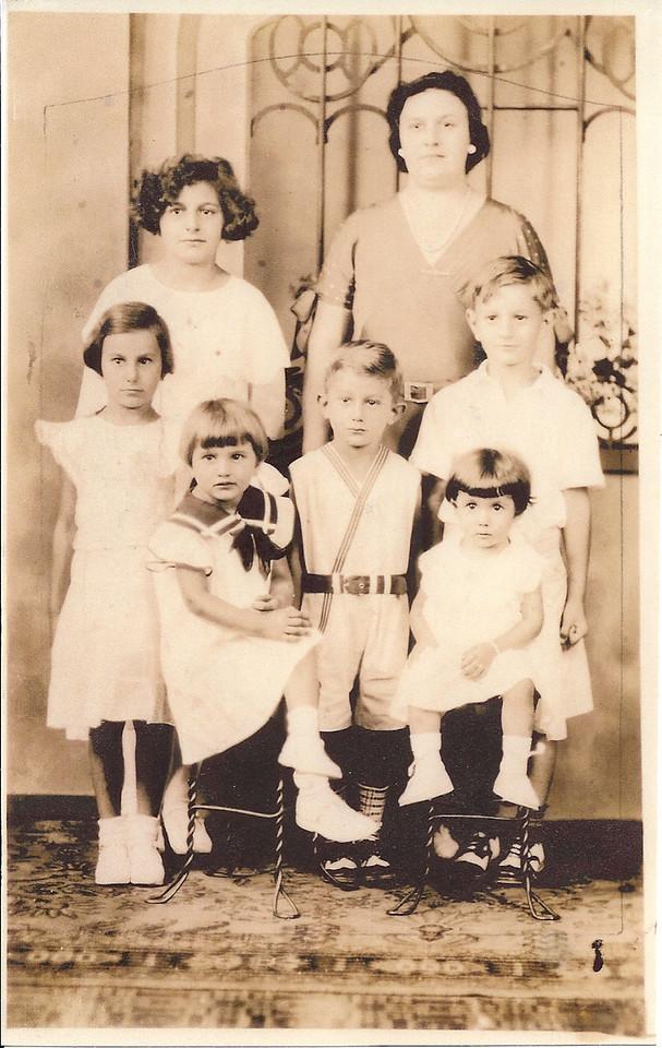 Marie, gloria, Dolores, yolanda, raymond, Joseph and grandma Lillian Santi