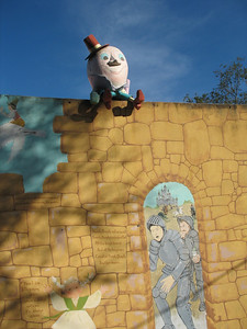 Humpty Dumpty sat on a wall,