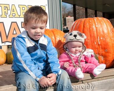 30 Cooper & Faith Visits Pumpkin Patch Oct 2012 (10x8)
