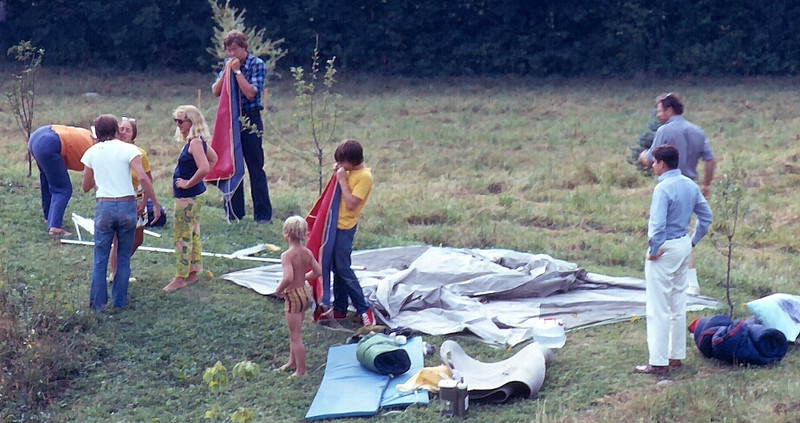 Setting up the Morris family tent in the backyard. Lots of onlookers, few working!