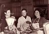 En el mercado Rosario, Carmen y Elena