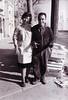 Rosario y Ángel en la puerta del mercado (Masnou)