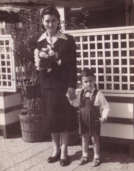 Rosario con su hijo Julio